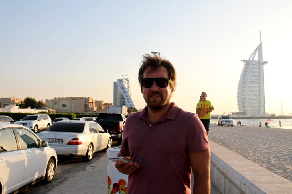 Burj Al Arab v pozadí