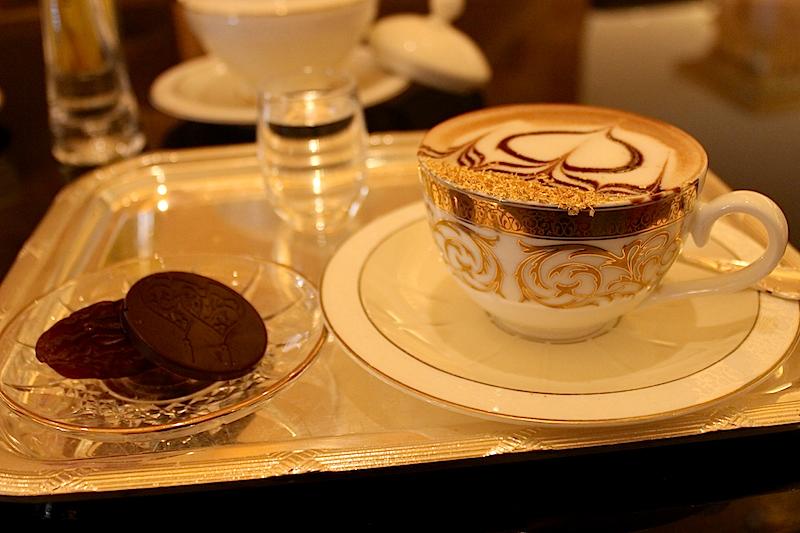 Emirates Palace hotel – vyražte na zlaté kafe v Abu Dhabí